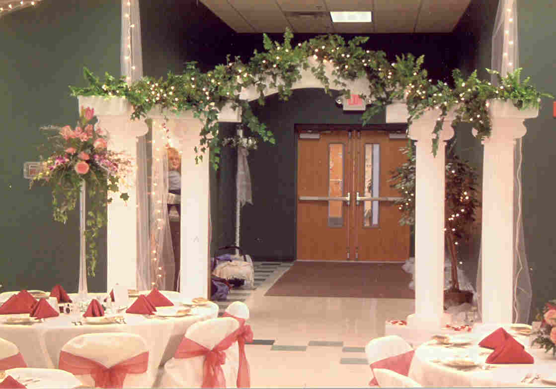 Arch Decorations For Weddings Wedding Arch Decorating Tips
