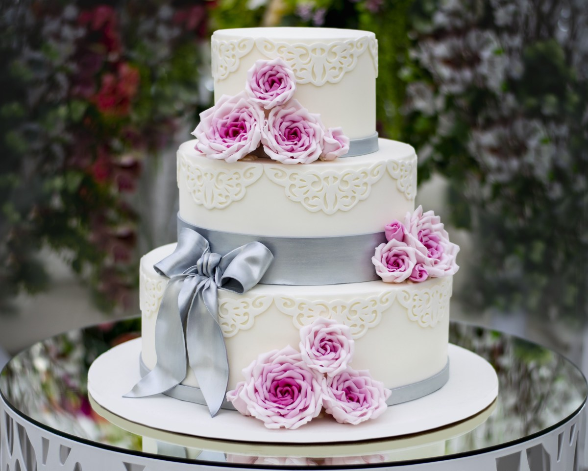 Wedding Cake Decoration How To Bake And Decorate A 3 Tier Wedding Cake
