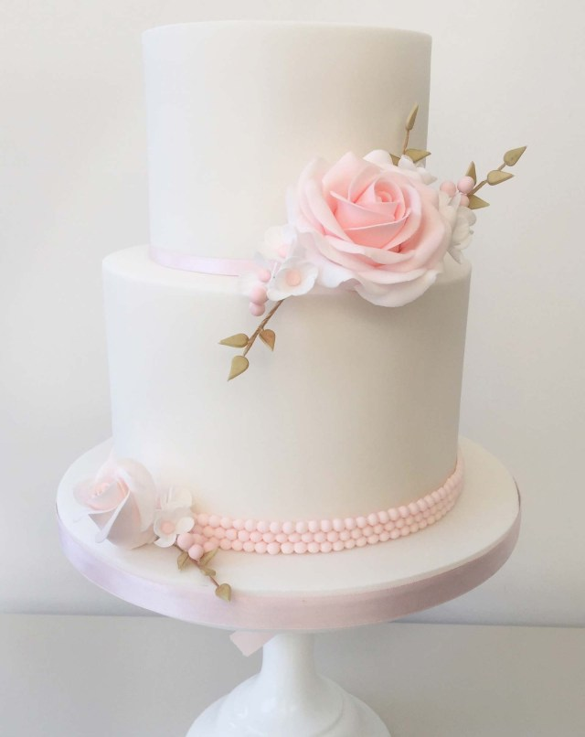 Wedding Cake Pearl Decorations Cake Decorating Classes Cake Covering Sugar Flowers Pearls