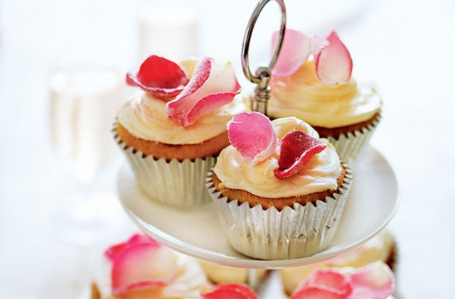 Wedding Cupcake Decorations 30 Wedding Cupcakes Goodtoknow