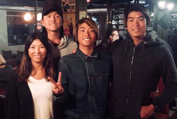 【画像】五十嵐カノアの両親もサーファーで父親は会社経営者!弟もイケメン!