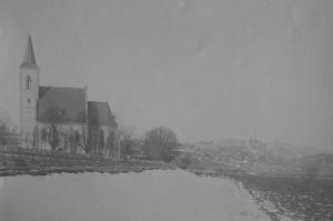 Historická fotografie kostela Nejsvětější Trojice