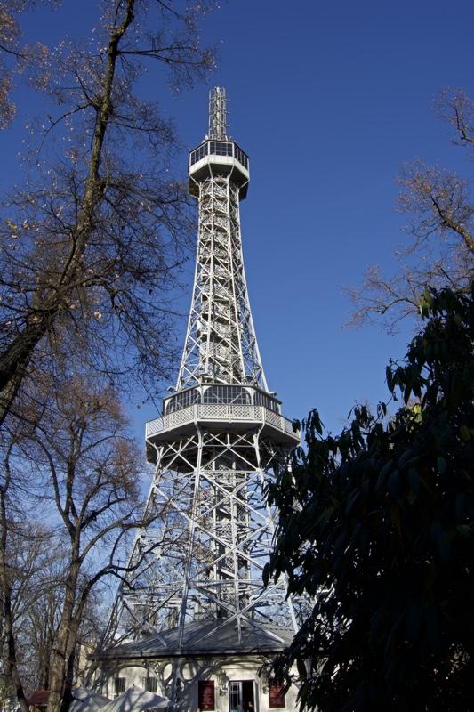 küçük eiffel petrin kulesi