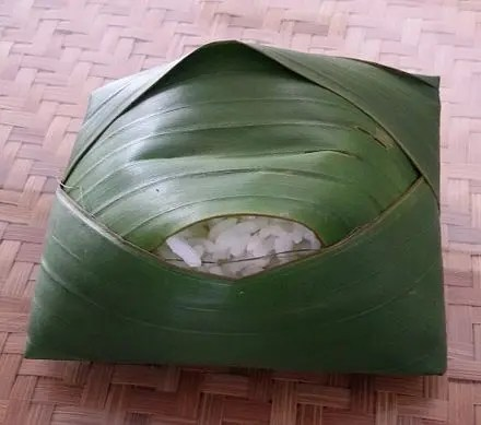 440px Steamed rice in banana leaf