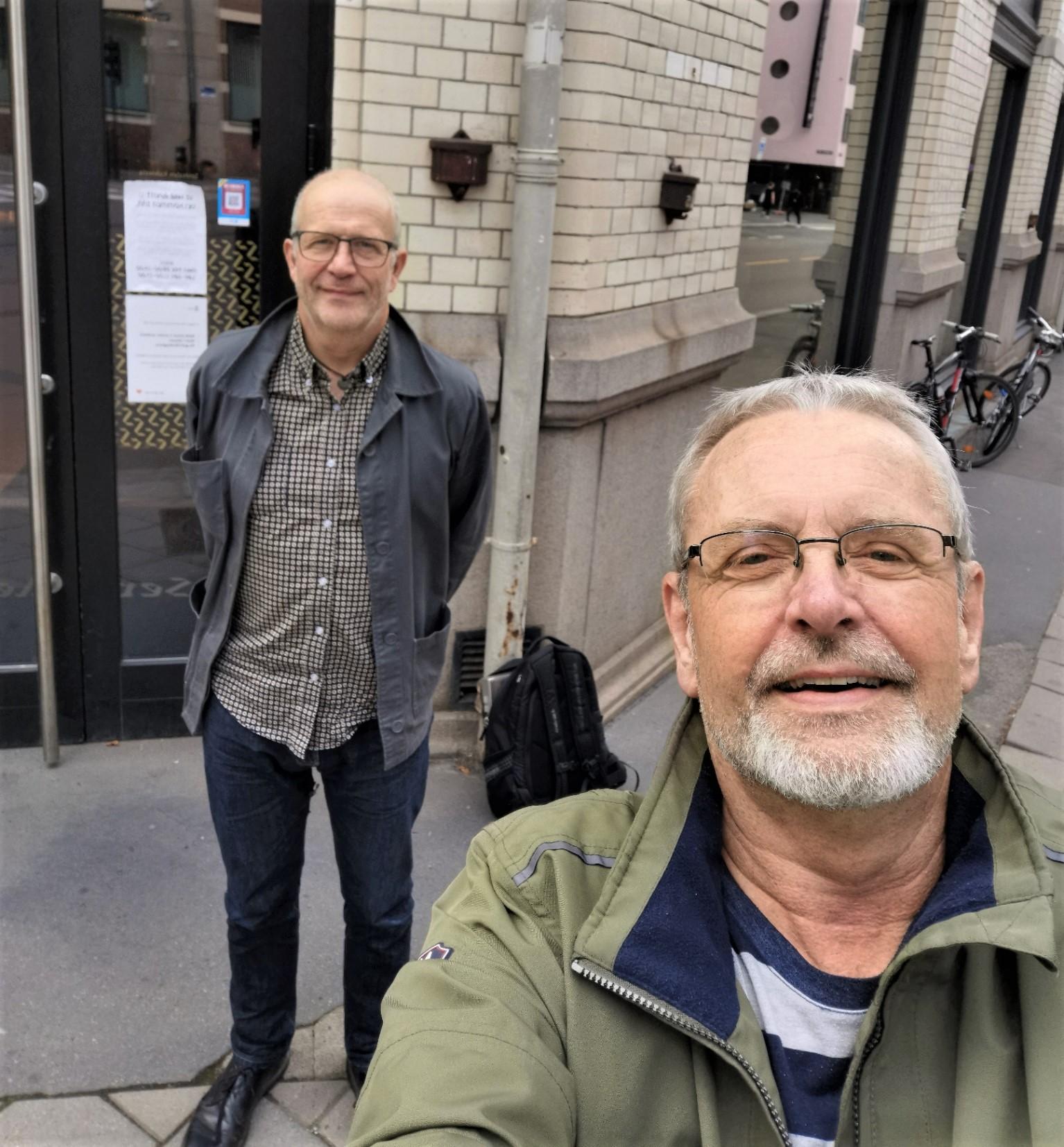 Tellef og Sven utenfor Sentralen (3)
