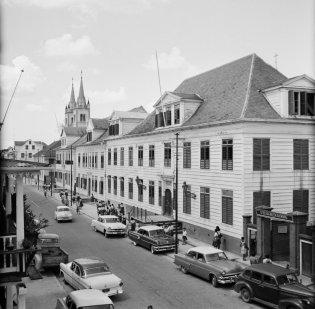 De Sint Elisabethschool in de Gravenstraat in Paramaribo, 1955. Nationaal Archief cc-by-sa
