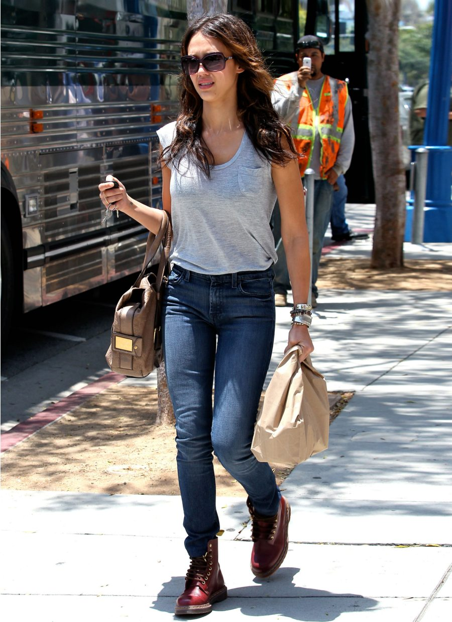 Jessica Alba In 7 For All Mankind Jeans Denimology