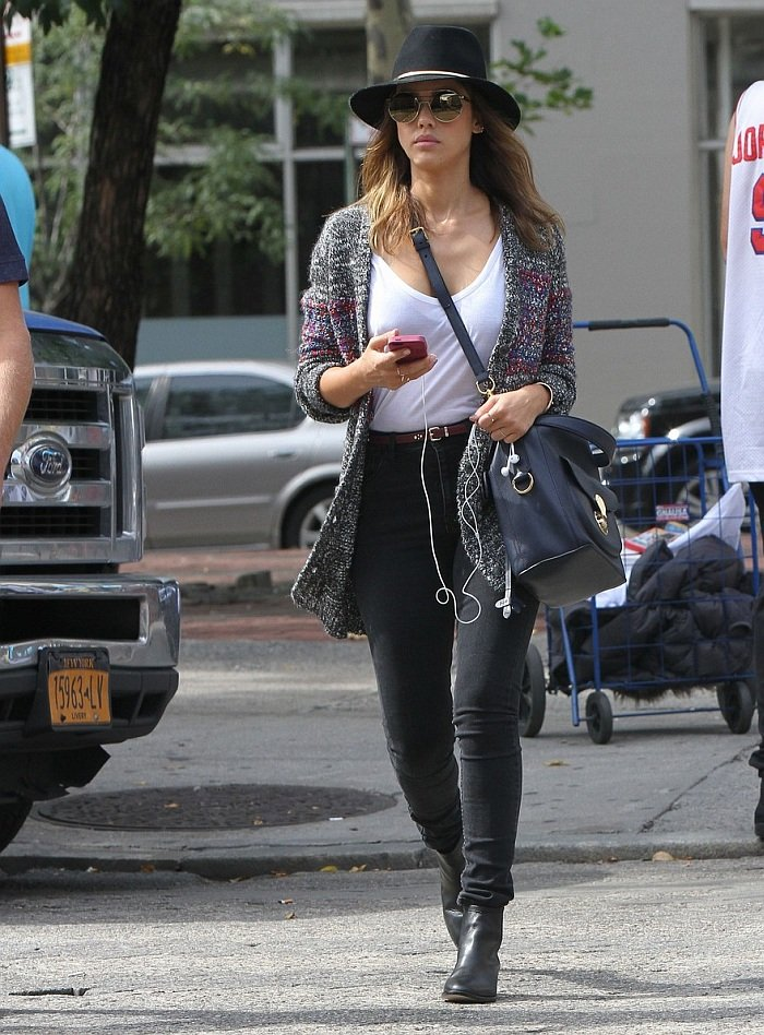 Jessica Alba in High Waisted Jeans  Denimology