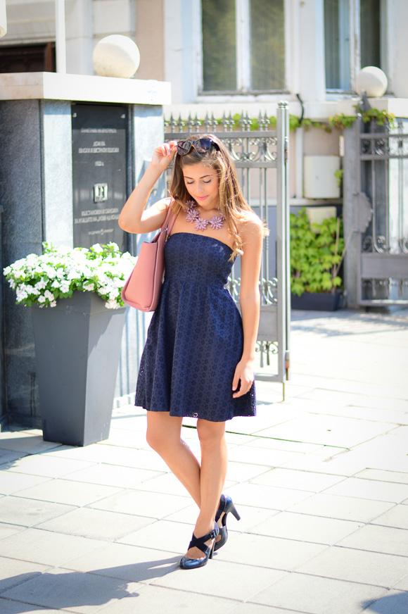 Bulgarian Fashion Blogger Denina Martin wearing navy and pink