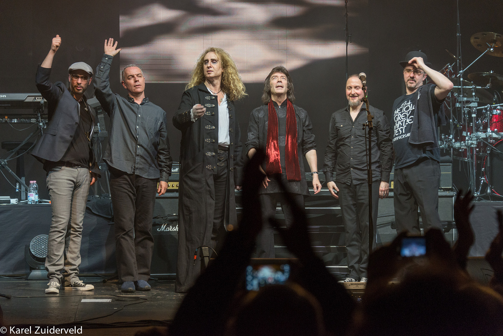 Steve Hackett's band: Rob Townsend, Roger King, Nad Sylvan, Steve Hackett, Lee Pomeroy, and Gary o'Toole.