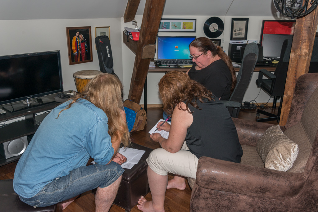 Peggy and Denise help Eirikur with the lyrics for Magic Pie's forthcoming album.