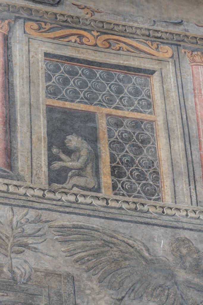 Trompe l'oeill of a monkey on a merchant's house.