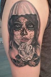 Tatuaggio rosa e chicano 1