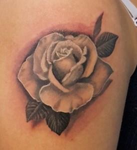 Rosa bianco e nero tattoo