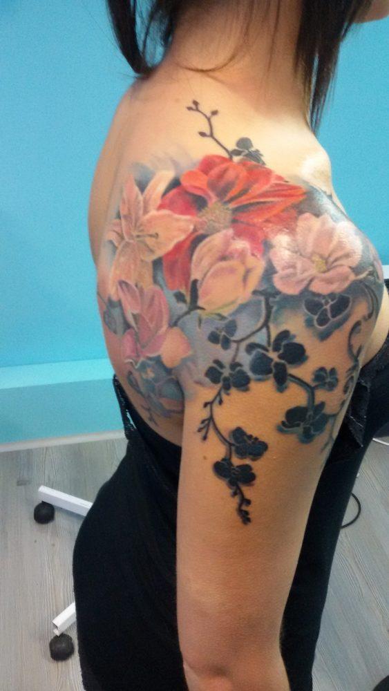 Tatuaggio Fiori Denis Trevisani Tattoo Studio