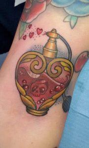 tattoo boccetta di profumo