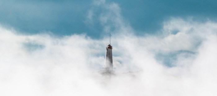 denkbrocken_Leuchtturm_Nebel.jpg