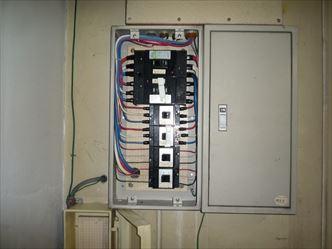 本社ビル側の動力分電盤