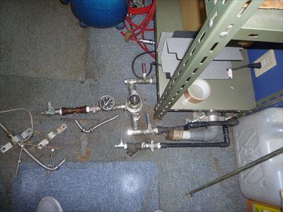電気温水器の給排水管