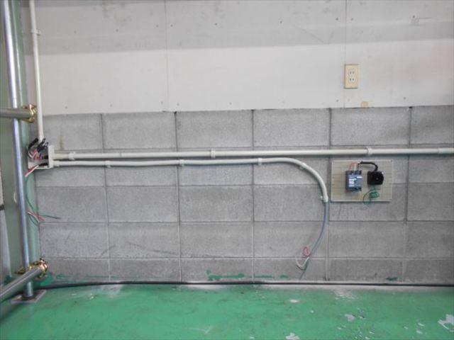 動力コンセント盤と管路取付
