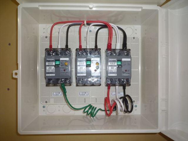 プレハブ冷蔵機室内機側動力分電盤