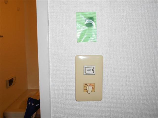 浴室暖房換気乾燥機ワイヤレスリモコンの壁開口