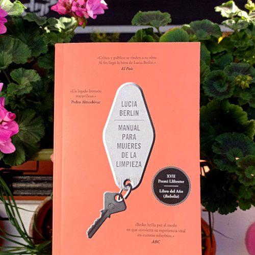 Portada de «Manual para mujeres de la limpieza», de Lucia Berlin. Penguin Random House, 1ª reimpr. en Debolsillo, nov. 2020. Traducción de Eugenia Vázquez Nacarino.