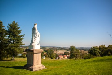 statue-guarding-the-climb