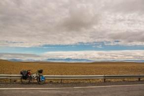 flat-pampa-to-the-mountains-towards-tapi-aike