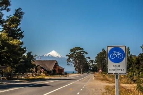 cycle-lane-around-lago