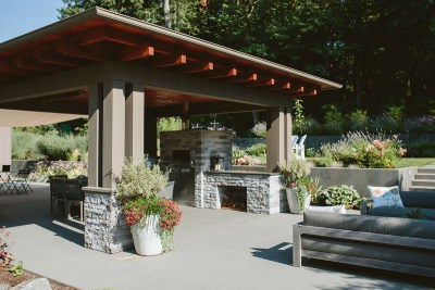 patio area and outdoor kitchen