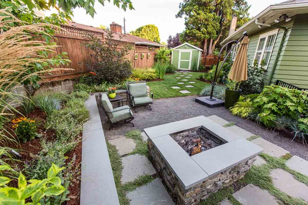 let your backyard flow into the sideyard