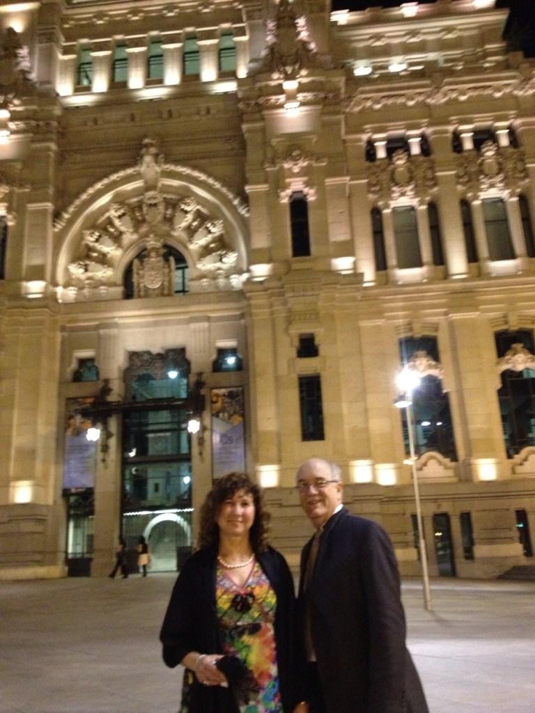 Frente a Correos, con motivo de las reuniones celebradas en Madrid.