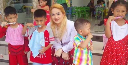 Dokter Gigi Mirip Barbie :Sahabat Si Kecil