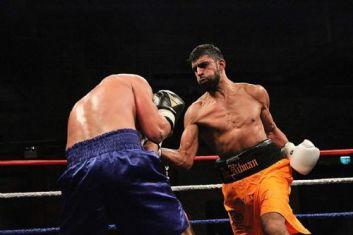 Arthif Daniel beraksi di ring (sumber: Salford Star)