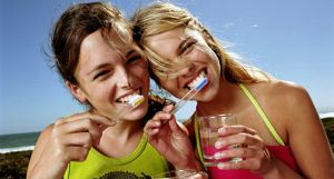 Можно ли чистить зубы солью каждый день Польза и вред от такой альтернативы зубной пасте