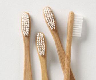cepillos de dientes de madera