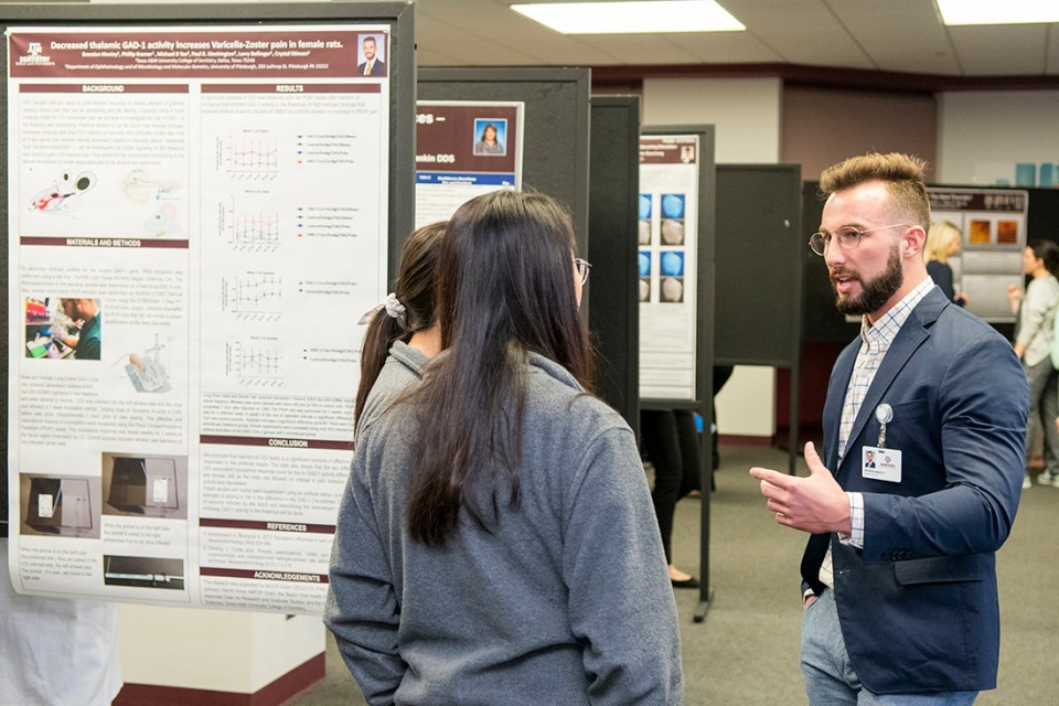 Brenden Manley discusses his winning project at Research Scholars Day.