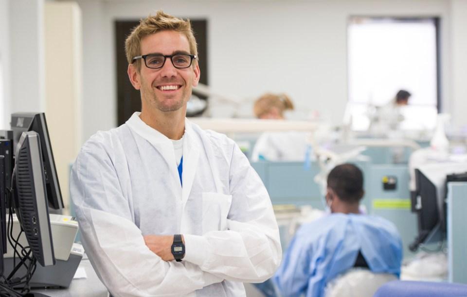 Dr. Carlos Parras