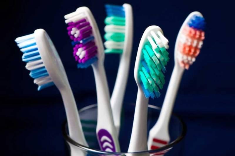 Bàn chải đánh răng nhiều màu