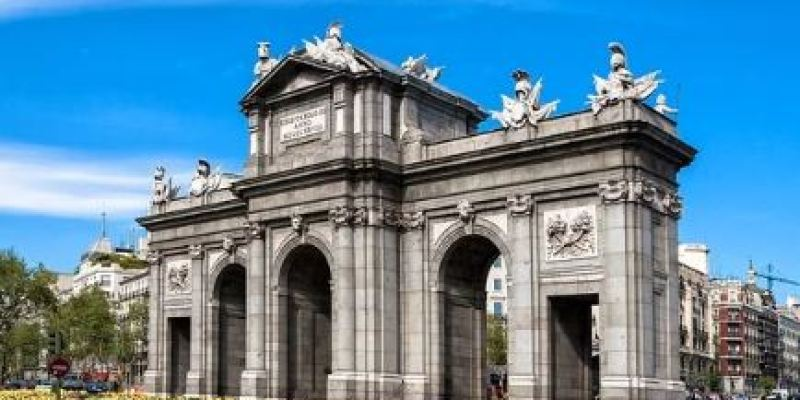 puertadealcala-sitios-imprescindibles-para-visitar-en-madrid