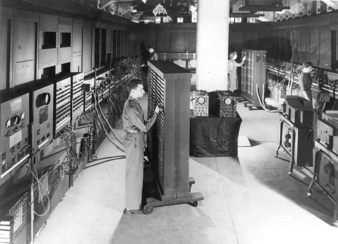 Classic_shot_of_the_ENIAC_(full_resolution)