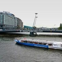 Plimbare cu barca pe canale in Amsterdam