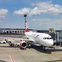 bebeluș la primul zbor cu avionul