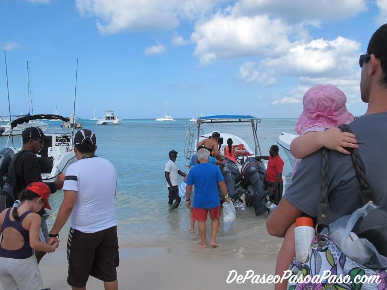 Subiendo a embarcacion hacia Isla Saona