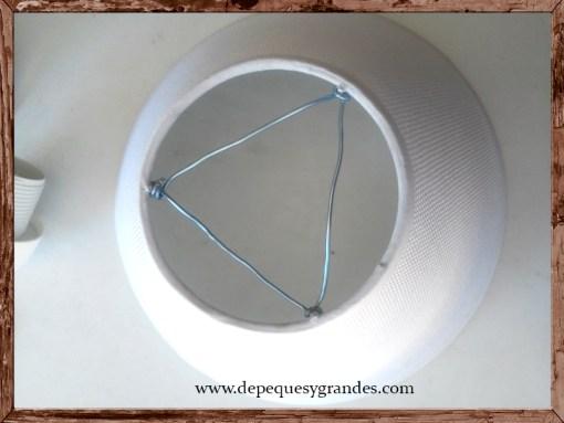 triángulo formado por el alambre