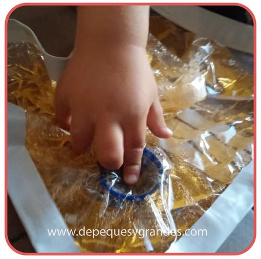 manipulando bolsa sensorial 3