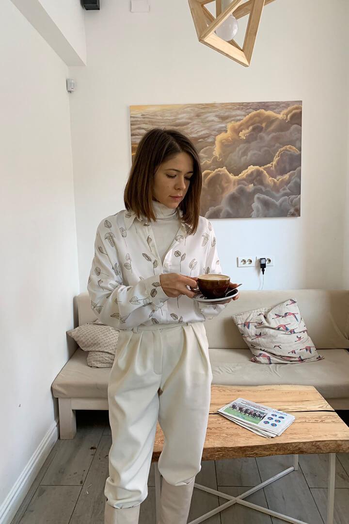 Рубашка белая с листочками DEplace