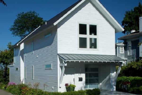 Plano de casa angosta, de dos pisos, tres dormitorios y 188 metros cuadrados