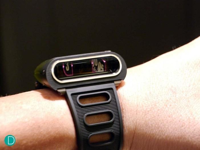 hm5-black-wrist